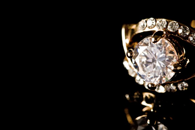 guldring med diamanter